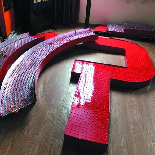 LED铝板冲孔字